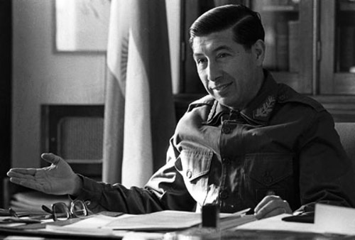 Mario Benjamín Menéndez gobernador de las Islas Malvinas